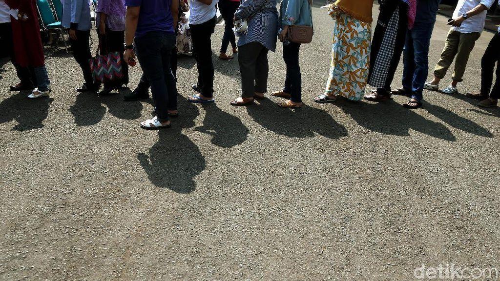 Antrean Warga Masih Mengular di TPS Jokowi