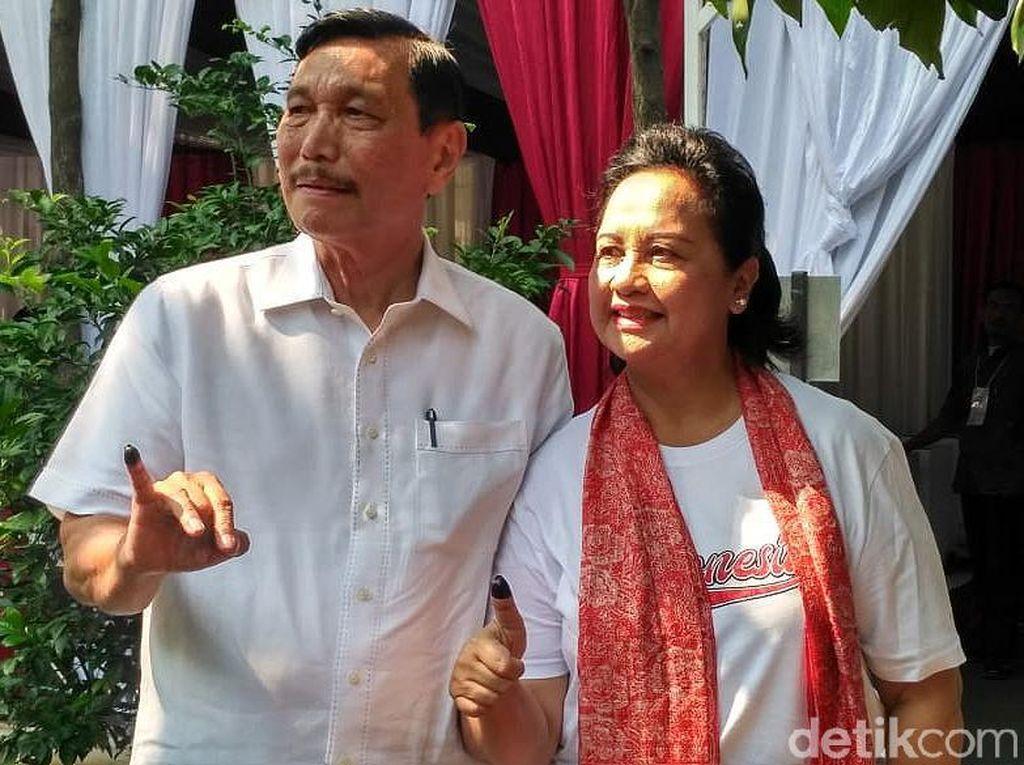 Luhut Ajak Istri Nyoblos di TPS Kuningan Jakarta