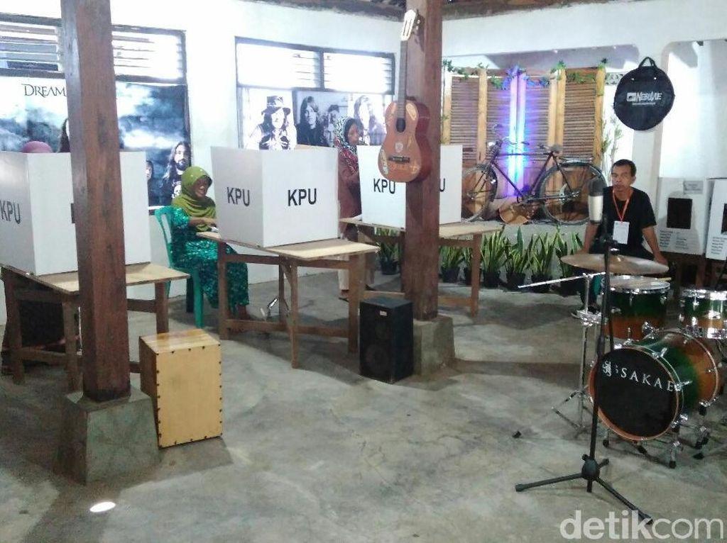 TPS Unik di Purworejo Ini Bernuansa Musik Rock