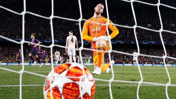 David de Gea membuat blunder memalukan saat Manchester United kalah 0-3 dari Barcelona (REUTERS/Sergio Perez)