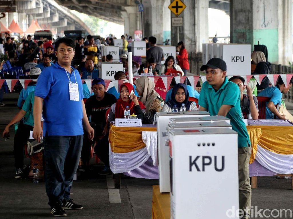 TPS di Kolong Flyover Ancol Meriah Banget