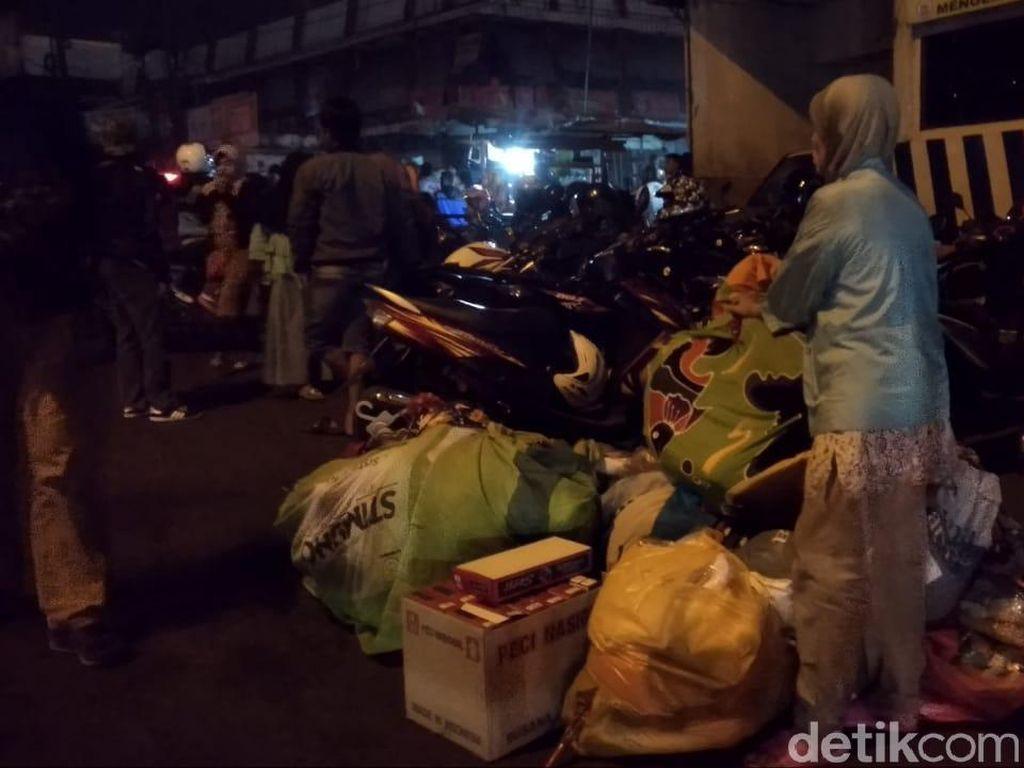 Pasar Lawang Terbakar, Pedagang Panik dan Usaha Selamatkan Dagangan