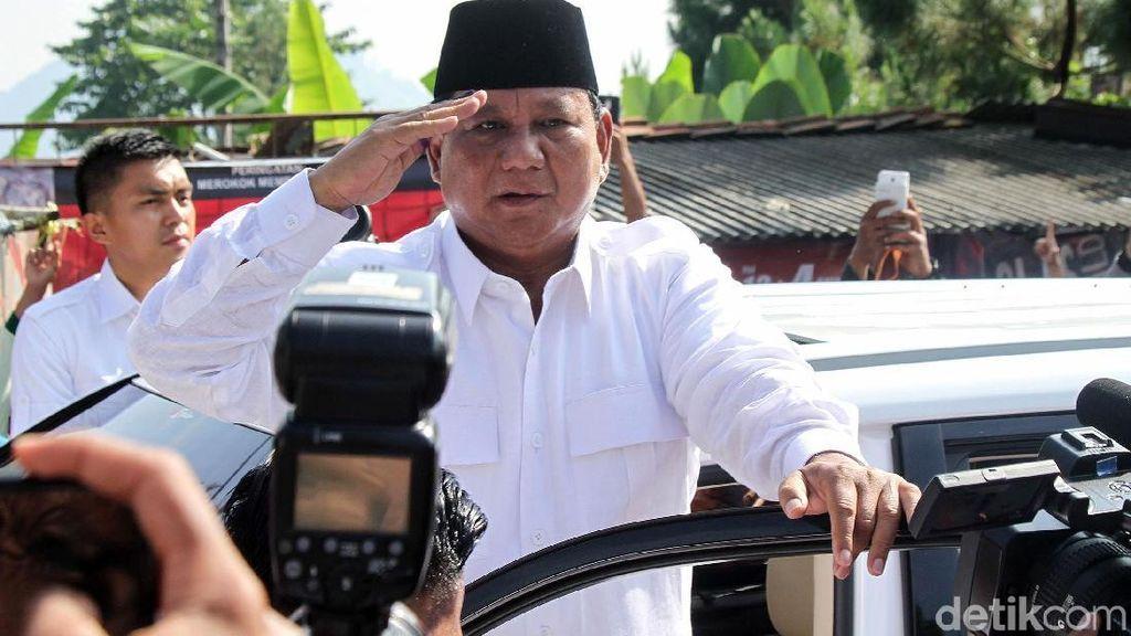 Salam Hormat Prabowo Usai Nyoblos di Bogor