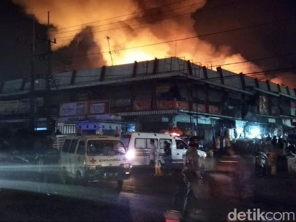 Detik-detik Pasar Lawang Malang Dilahap Api