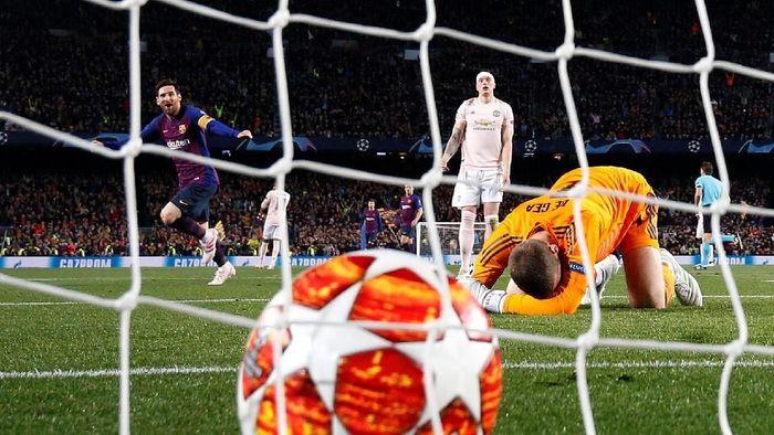 David de Gea melakukan blunder saat Manchester United dikalahkan Barcelona di Camp Nou (Foto: Sergio Perez/Reuters)