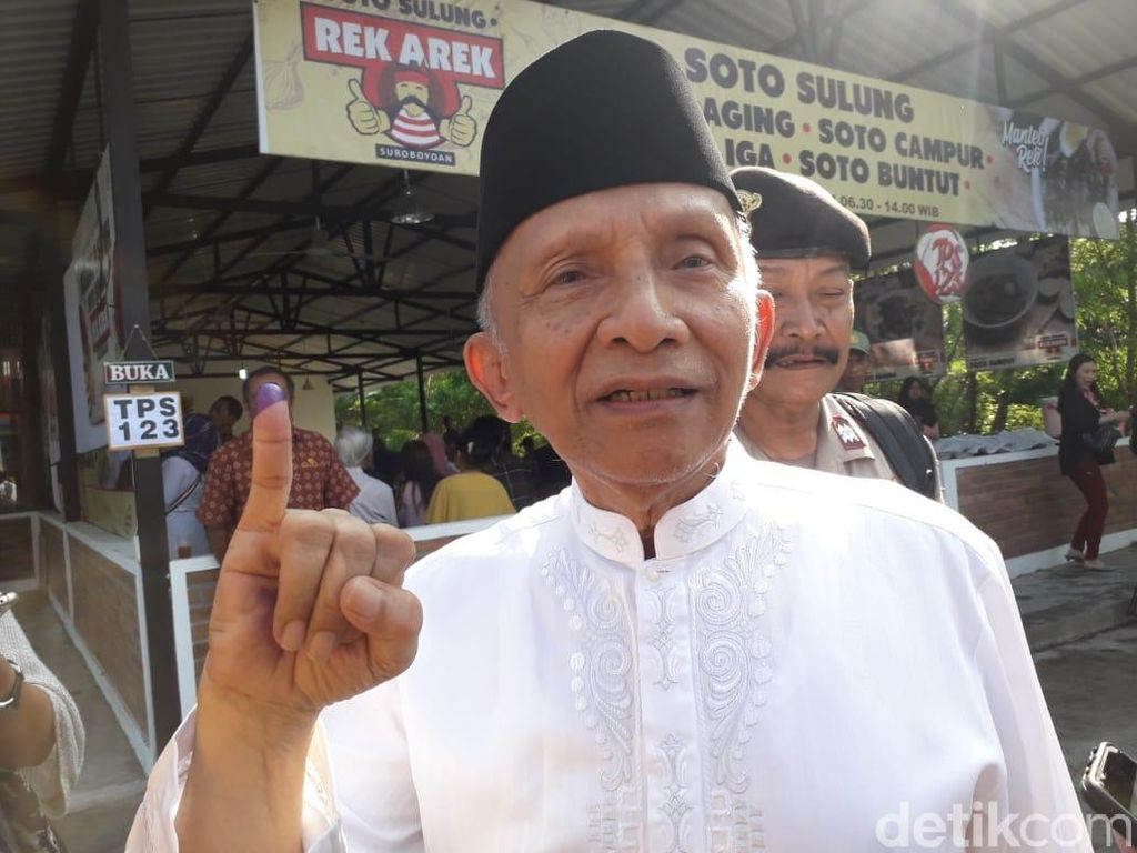 Amien Rais: People Power Paling Enteng Pakai HP