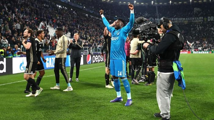Pemain Ajax Amsterdam merayakan kemenangan 2-1 atas Juventus, yang meloloskan mereka ke semifinal Liga Champions. (Foto: Michael Steele/Getty Images)