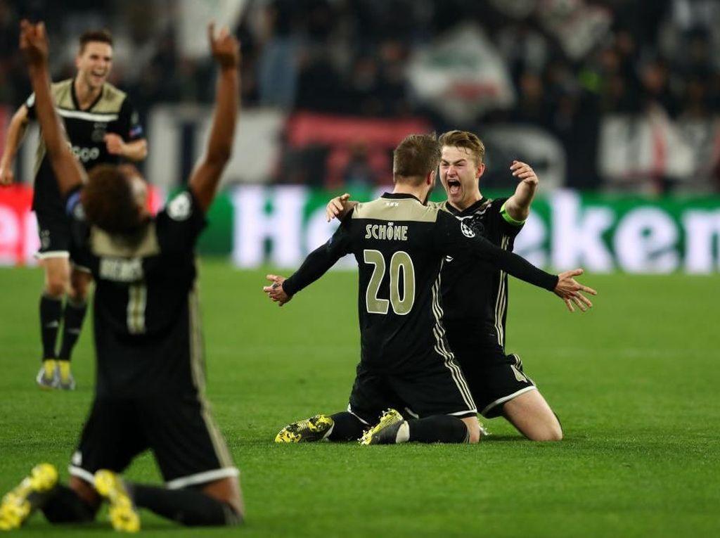 Angkat Topi untuk Ajax