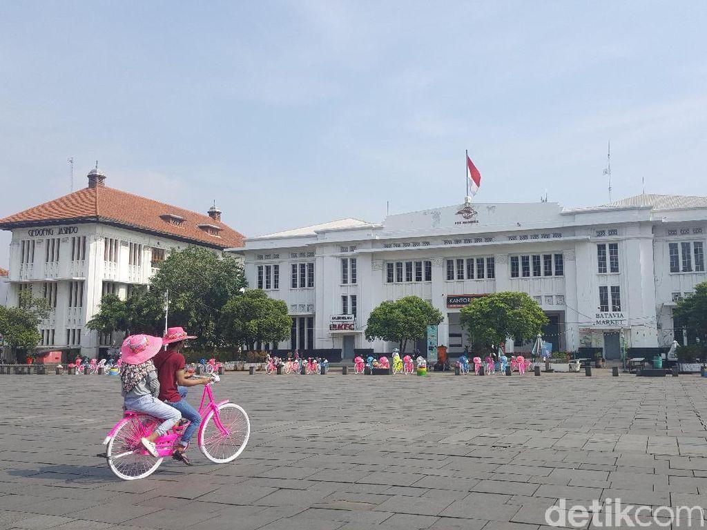 Pagi Ini Kawasan Kota Tua Jakarta Masih Sepi