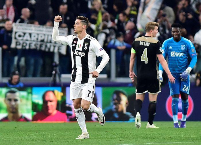 Dalam pertandingan di Allianz Stadium, Kamis (17/4/2019) dinihari WIB, Cristiano Ronaldo membawa tuan rumah unggul lebih dulu pada menit ke-28. REUTERS/Massimo Pinca.