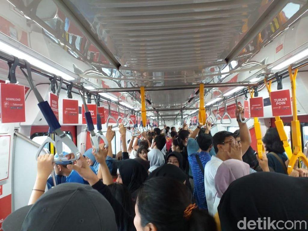 Antrean Membludak, Keluar Gerbang MRT Bisa 18 Menit