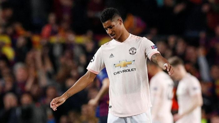 MU yang defisit gol, langsung menekan pada menit-menit awal laga. Percobaan Marcus Rashford sekali membentur mistar. (Foto: Albert Gea/Reuters)