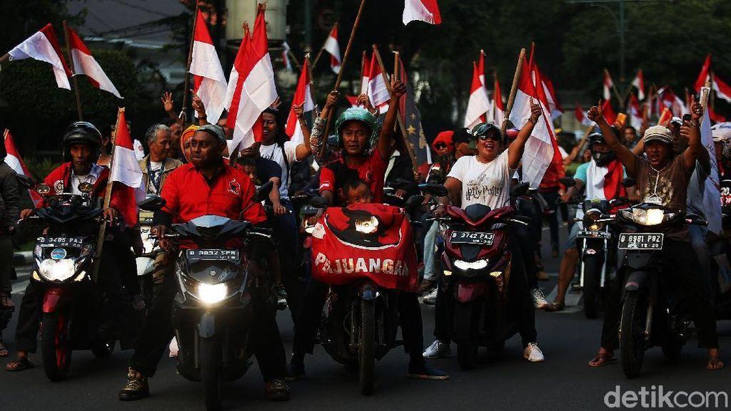 Pendukung Jokowi Berpesta di Bundaran HI