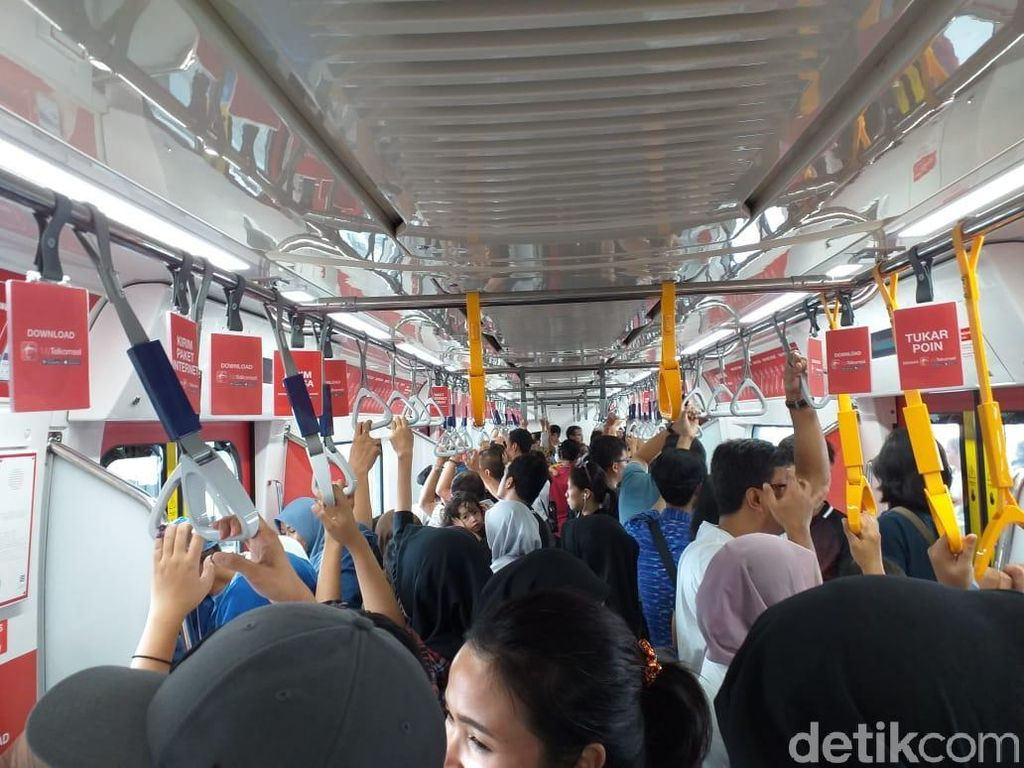 Video Penumpang MRT Jakarta Tembus 82 Ribu per Hari