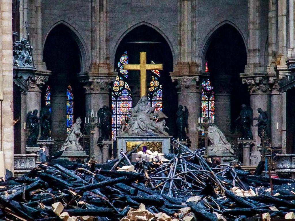 Akibat Kebakaran Besar, Jendela Mawar Ikonik Notre-Dame Dipastikan Selamat