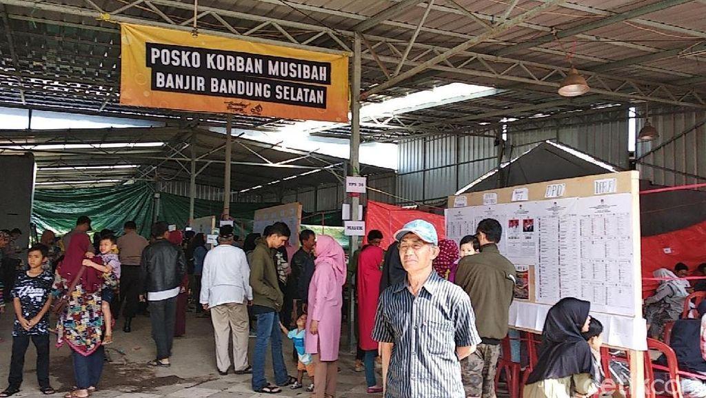 Potret Antusiasme Korban Banjir Bandung Nyoblos