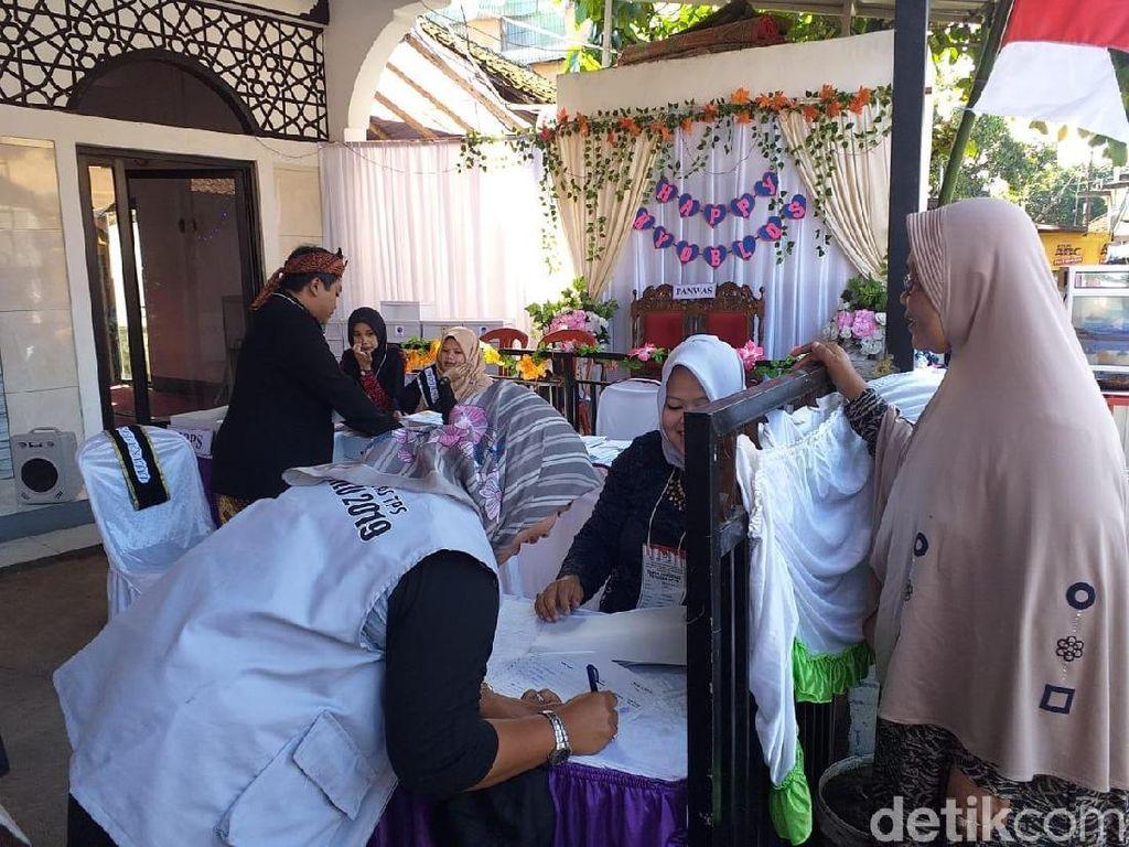 TPS Happy Nyoblos di Garut Bernuansa Pesta Pernikahan