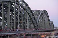 Jembatan Hohenzollern alias Hohenzollenbrucke (Wahyu Setyo/detikcom)