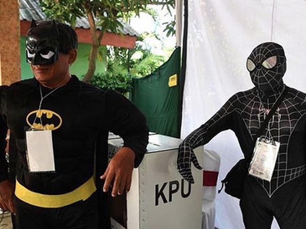 Ketika Superhero DC dan Marvel Bersatu Jaga TPS