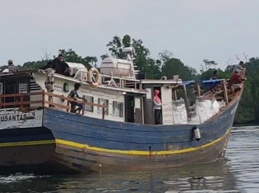 KM Banawa Nusantara 2 Distribusikan Kotak & Surat Suara ke Wilayah 3 TP