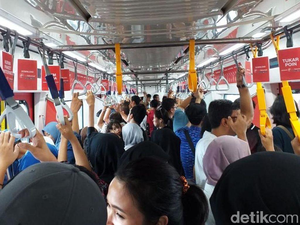 Libur Pilpres, MRT Jakarta Diserbu Warga