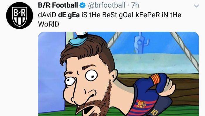 De Gea membuat blunder terkait gol kedua Barcelona di Camp Nou, Rabu (17/4/2019) dini hari WIB. Ia gagal membendung sepakan Lionel Messi. Bola melewati celah tangannya dan masuk ke gawang Setan Merah. Blunder itu mengejek De Gea, yang disebut-sebut salah satu kiper terbaik dunia saat ini. (Foto: Twitter @brfootball)