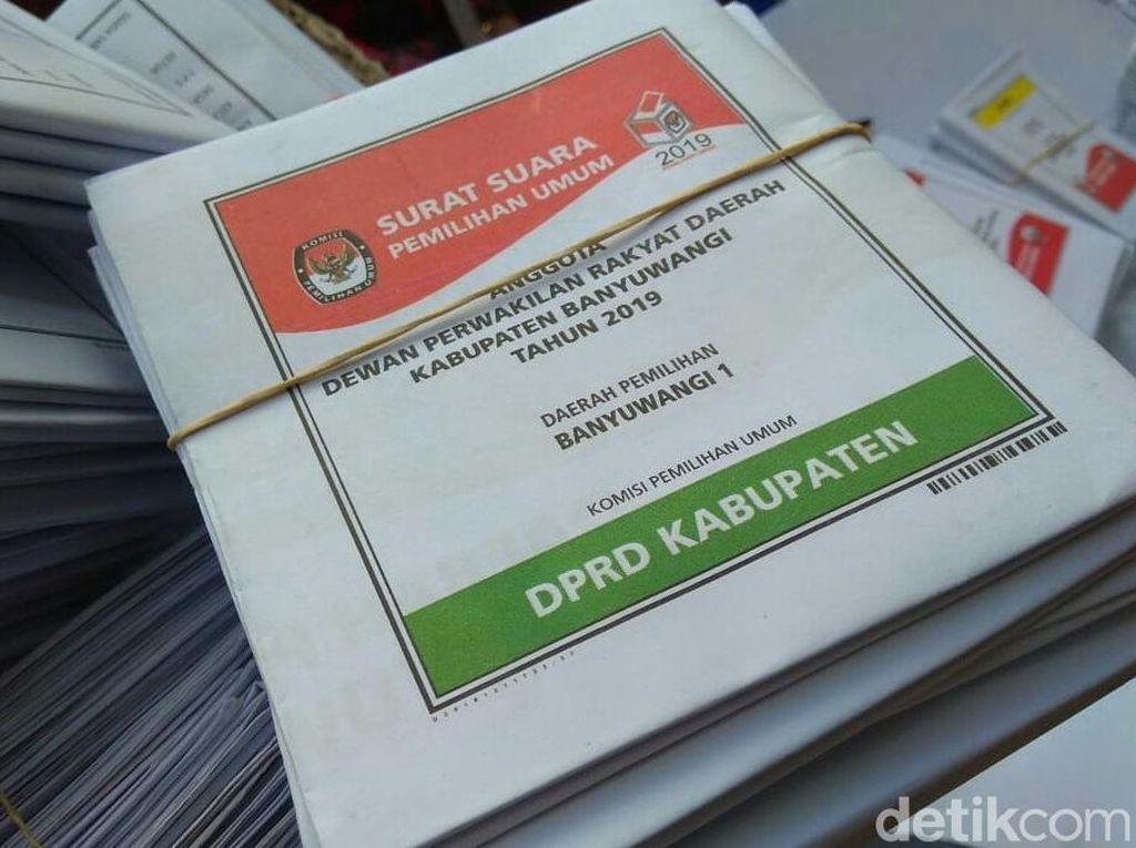 Warga di Makassar Temukan Surat Suara Cacat Saat Mencoblos
