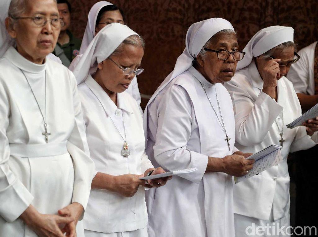 Umat Kristiani di Semarang Ikuti Pekan Suci Paskah Via Online