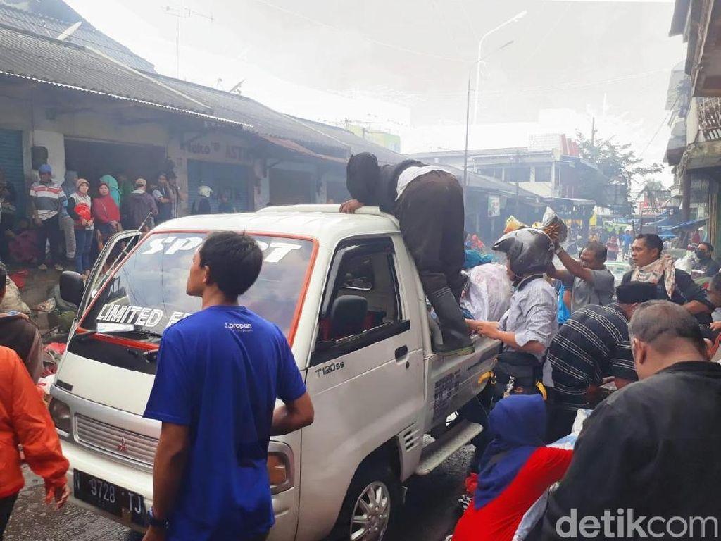 Pedagang Pasar Lawang Ratapi Stok Barang Lebaran yang Ludes Terbakar
