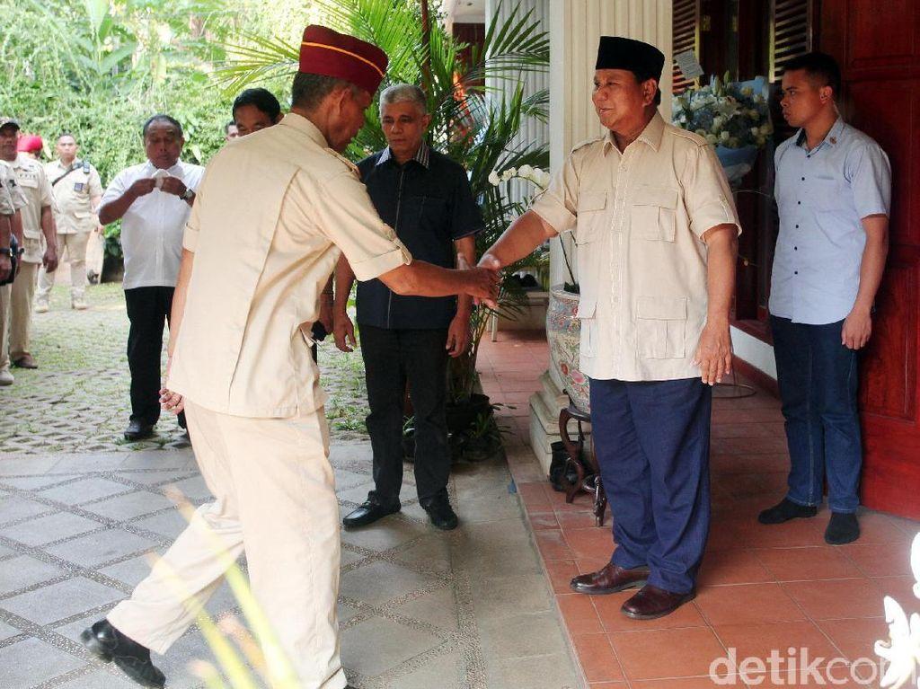 Purnawirawan dan Emak-emak Temui Prabowo