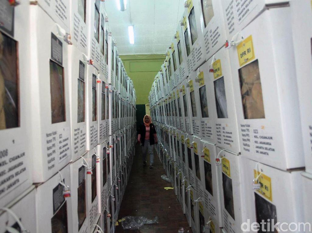 Rekapitulasi Belum Mulai, Kotak Suara Disimpan di GOR Jagakarsa
