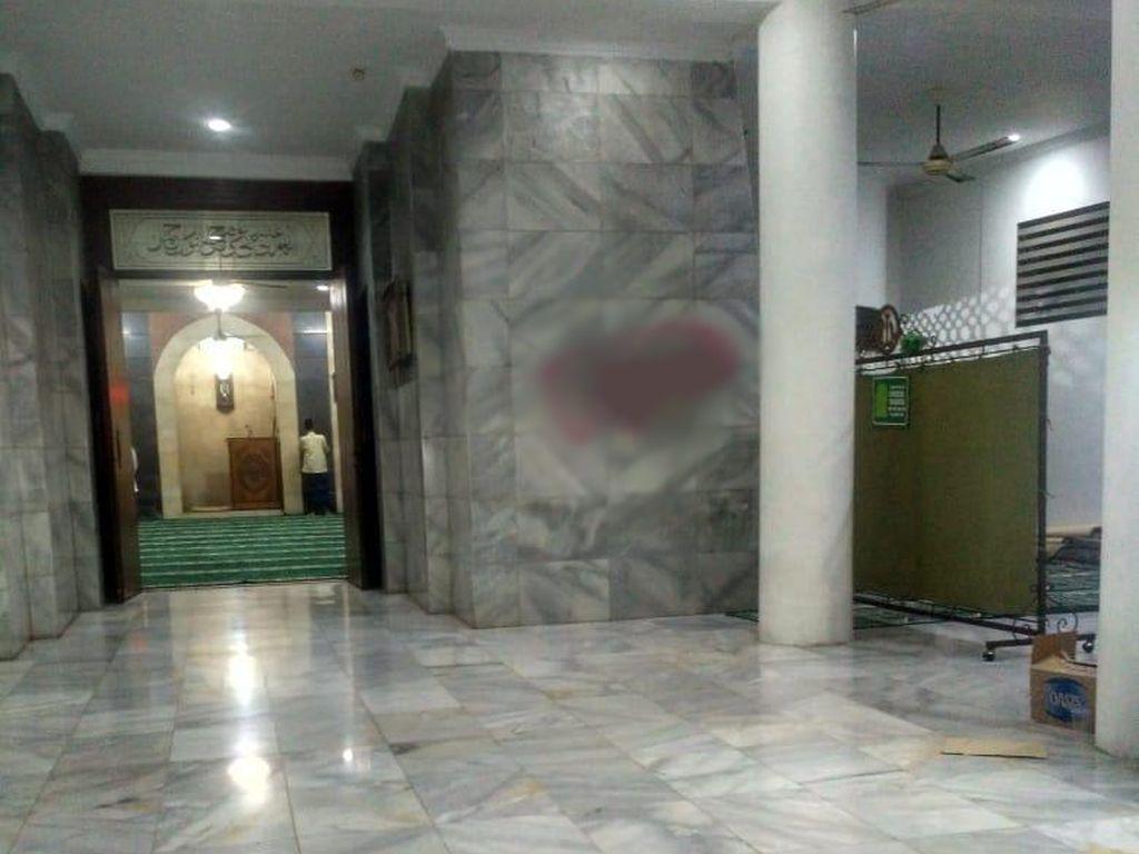 Benar-benar Kelewatan! Seorang Pria Gambar Kemaluan di Masjid Cilandak