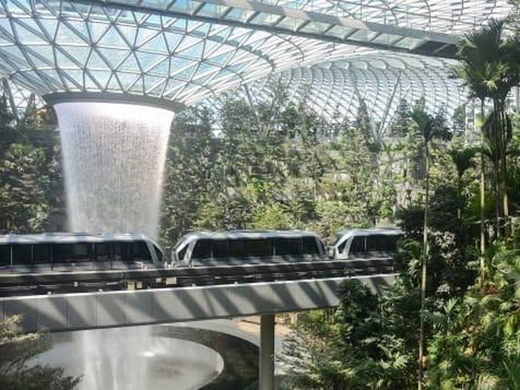 Mewah! Singapura Resmi Buka Jewel Changi Airport