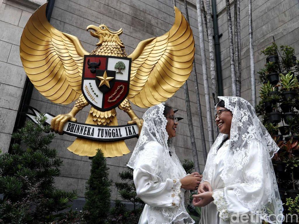 Umat Nasrani Jalani Kamis Putih di Gereja Katedral