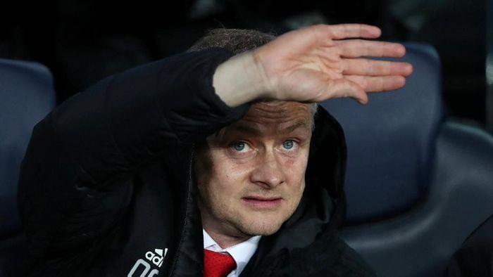 Manchester United mengantisipasi tekel-tekel tengil dari Manchester City. (Foto: Sergio Perez/Reuters)