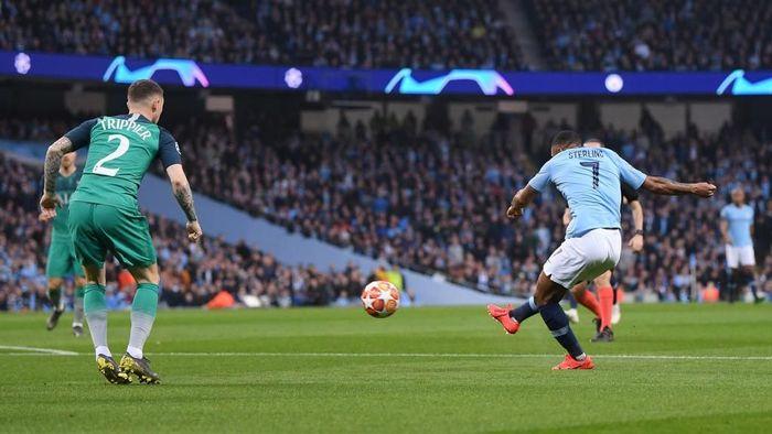City menjamu Tottenham di Etihad Stadium, Kamis (18/4/2019) dini hari WIB. Harus membalikkan keadaan usai kalah 0-1 di leg pertama, City memulai dengan baik lewat gol cepat Raheem Sterling di menit keempat. Foto: Laurence Griffiths/Getty Images