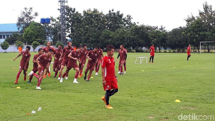 persija Jakarta berlatih di lapangan Sotasoma, Halim Perdanakusumah, Kamis (18/4/2019). (Mercy Raya/detikSport)