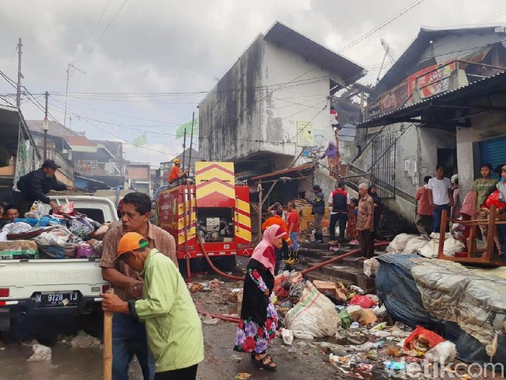 Polisi Sebut Ada 350 Kios Terbakar di Pasar Lawang