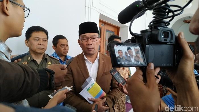 Ridwan Kamil berharap ada penilaian KPU terkait maraknya kabar petugas KPPS meninggal alasannya ialah kelelahan. (Foto ilustrasi: Mukhlis Dinillah)