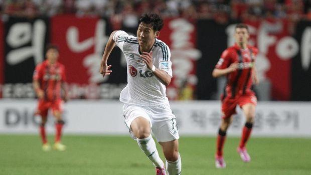 Son Heung-min dengan kostum Bayer Leverkusen. (Foto: Chung Sung-Jun/Getty Images)