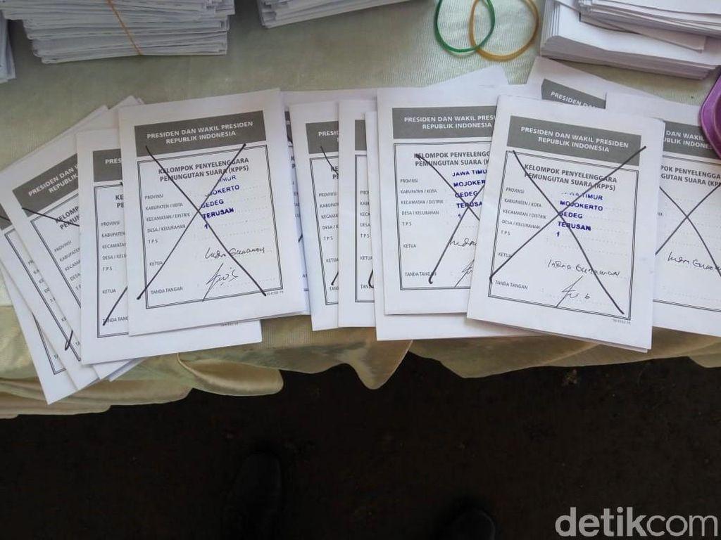 15 Surat Suara Tercoblos Ditemukan di TPS Mojokerto