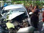 Sopir Diduga Mengantuk, Mobil Anggota KPPS Bojonegoro Tabrak Truk