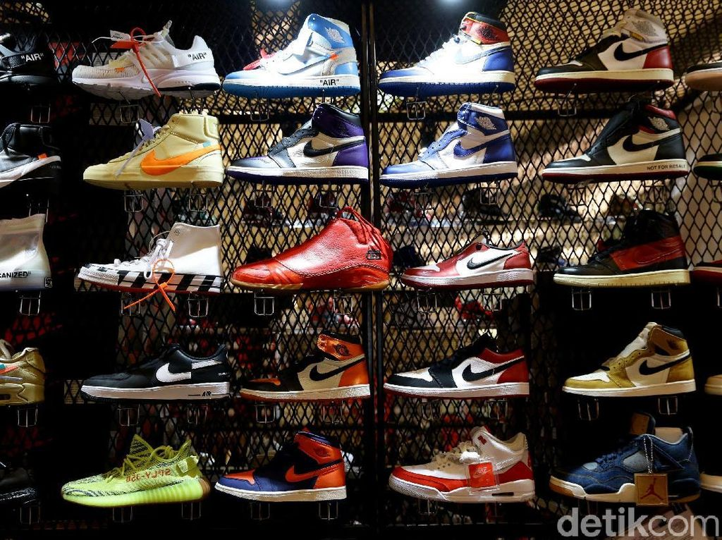 Berburu Sneakers di Sneakerpeak Kemang The Fifth