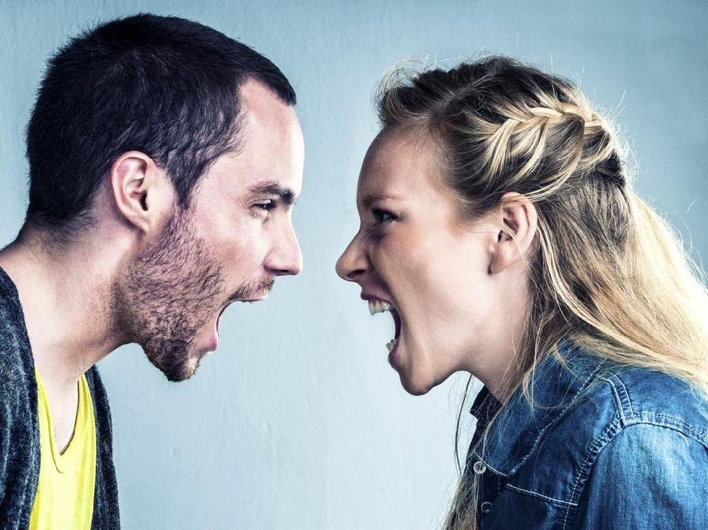 Bertengkar Hebat dengan Pasangan, Pria Ini Dilarikan ke RS karena Hiperventilasi