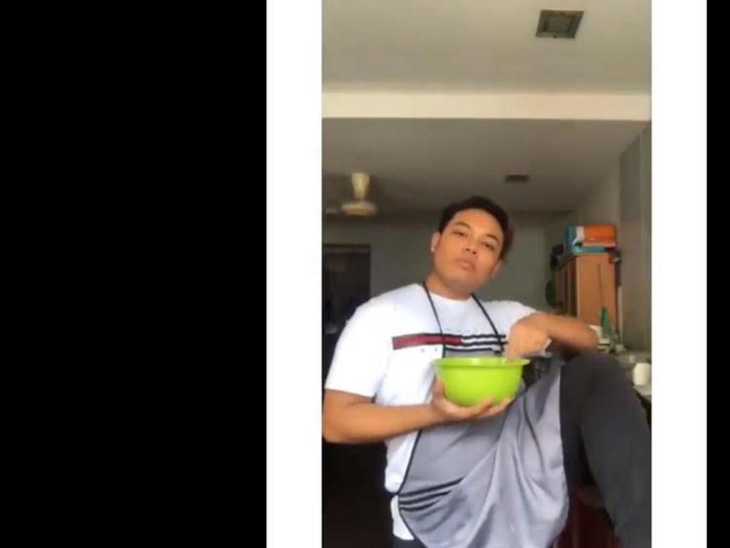 Gaya Kocak YouTuber Malaysia Saat Bikin Puding Roti