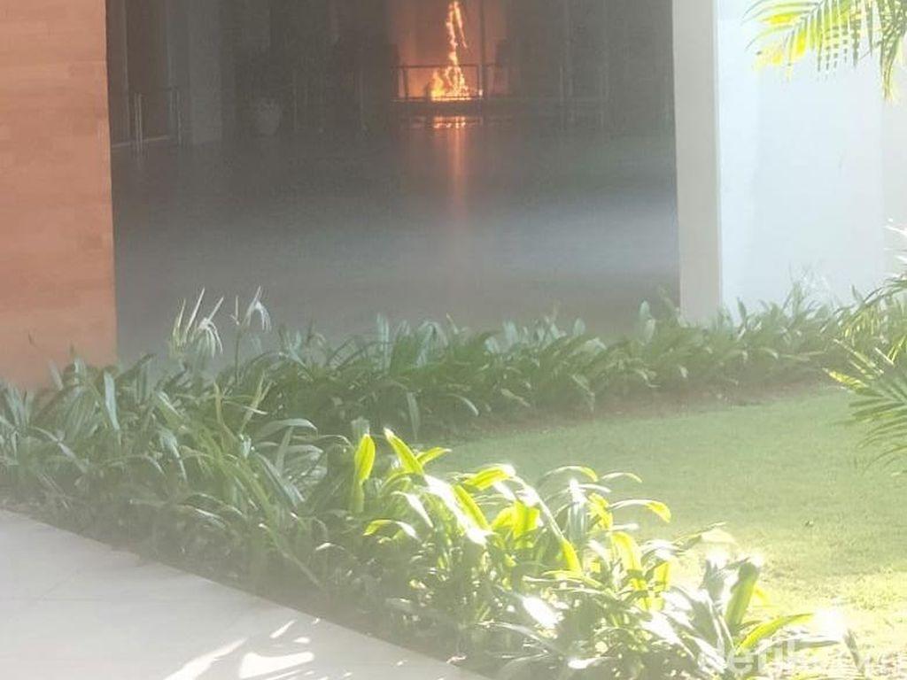 Video ATM Center Bandara Ngurah Rai Terbakar