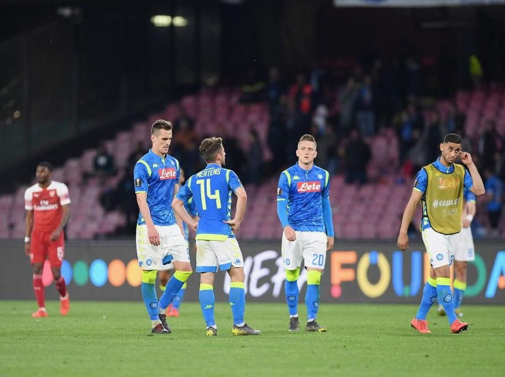 Gol Lacazette Runtuhkan Kepercayaan Diri Napoli