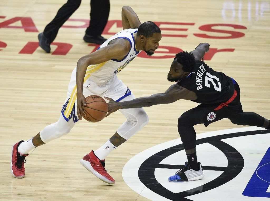 Hasil NBA: Kalahkan Clippers, Warriors Rebut Gim Ketiga Playoff