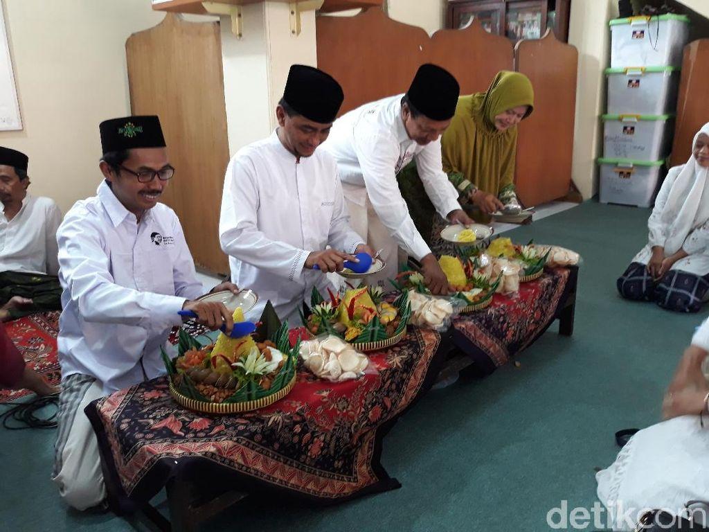 Tentang Tangis Iriana Jokowi Saat Mencium Hajar Aswad