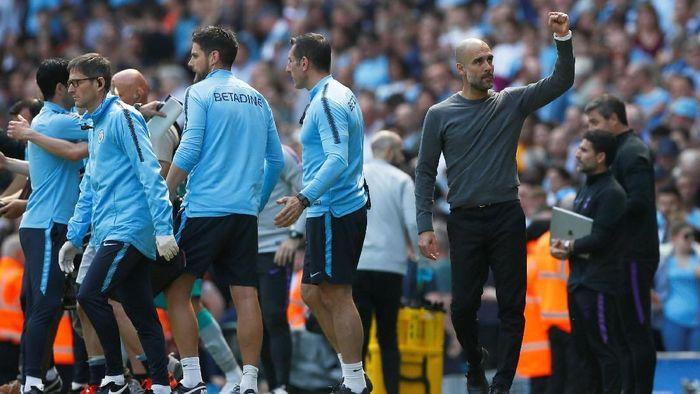 Pep Guardiola memuji ketangguhan mental para pemain Manchester City usai mengalahkan Tottenham Hotspur untuk menjaga kans juara Liga Inggris (Foto: Jason Cairnduff/Action Images via Reuters)